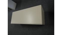 Nová krémová skříňka na zeď