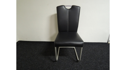 Nová černá prošívaná židle madlo