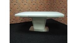 Nový luxusní jídelní stůl mohutný