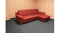 Nová červená rozkládací sedačka E.SCHILLIG