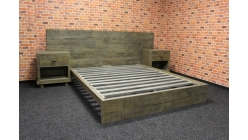 Nová luxusní postel masiv s nočními stolky