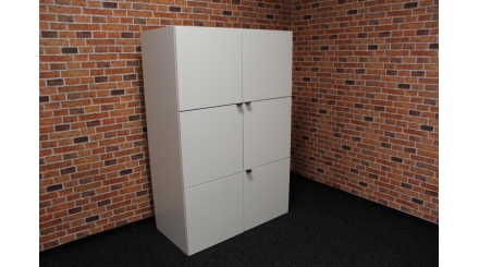 Nová bílá skříň čtverce mat