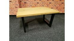 Nový malý konferenční stůl TRAPANI