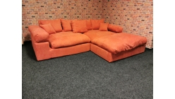Nová oranžová válecí sedačka LIANEA
