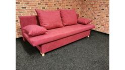 Nový červený rozkládací gauč s polštáři